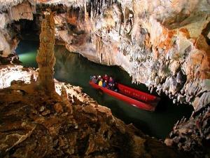 Penn's Cave 2